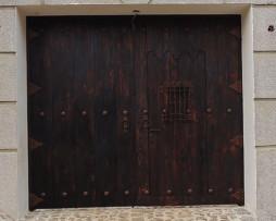 Puertas y portones categorias de los productos arte for Puertas coloniales antiguas